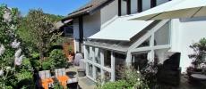 Flick Treuconsult – Terrasse mit Gewächshaus